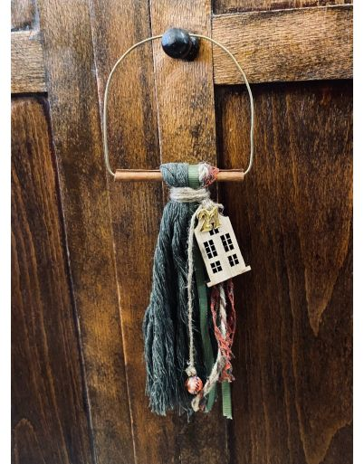 Hanging cinnamon